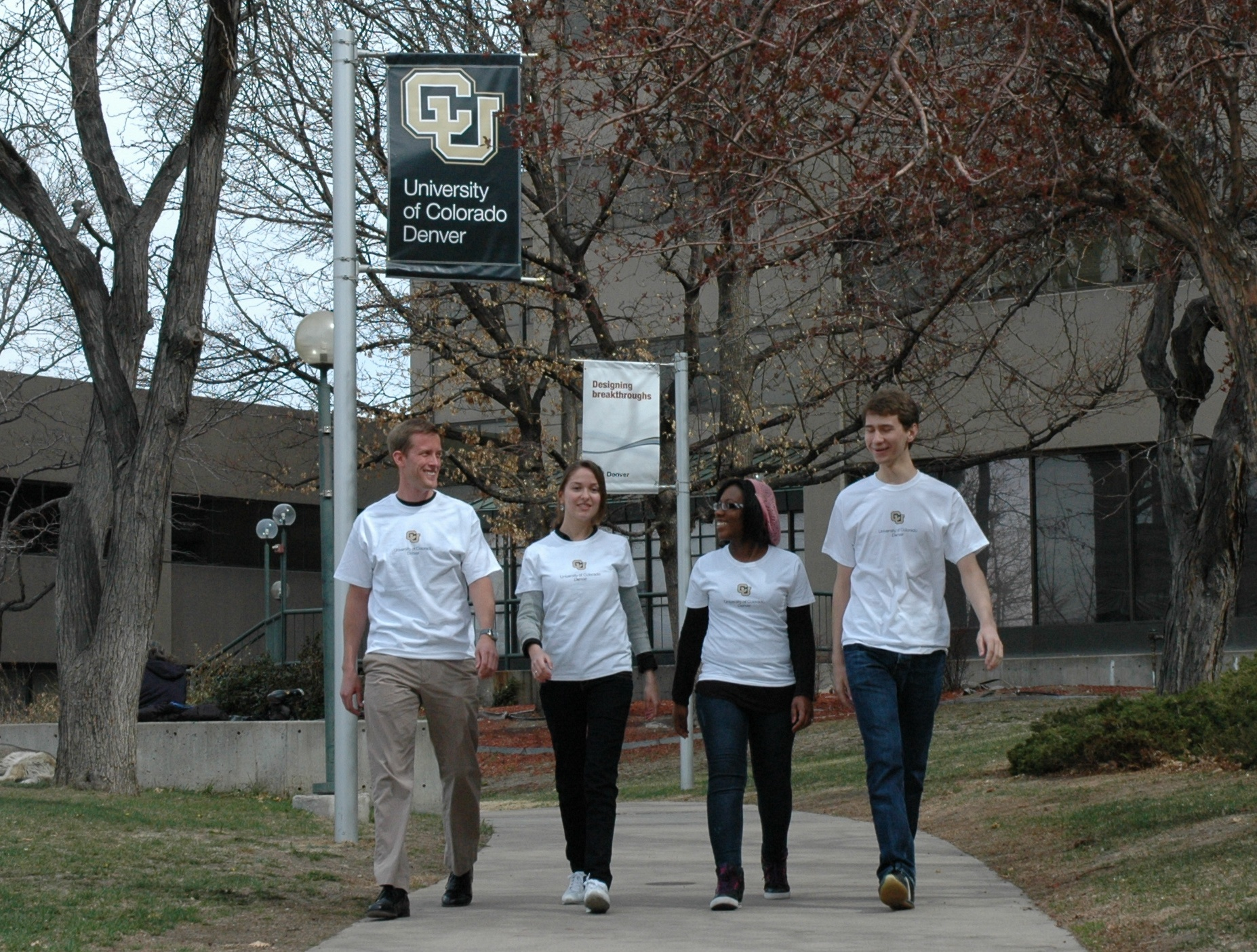 students walking on denver campus with CU Denver t-shirts