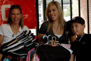 CU Denver Chancellor Don Elliman helps students move into Campus Village Aug. 15.