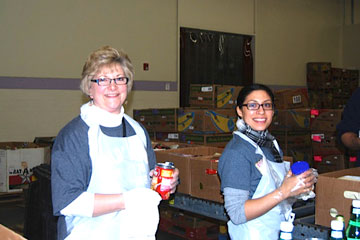 College of Nursing representatives volunteer for the CU in the Community campaign