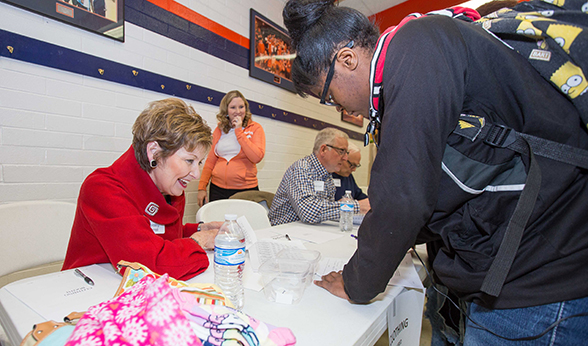 CU Denver Chancellor Dorothy Horrell helps a student plan her finances