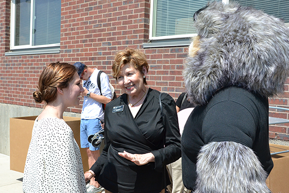 Chancellor Horrell and Milo the Lynx at move-in