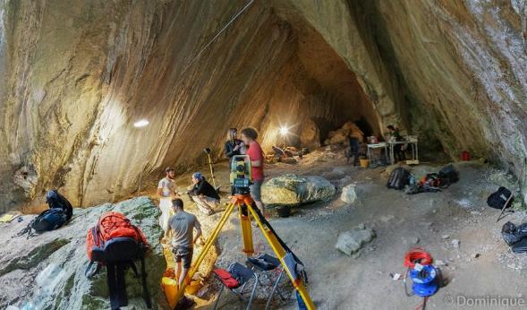 Excavators at Arma Veirana