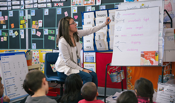 Brandi Garcia teaching kindergarten