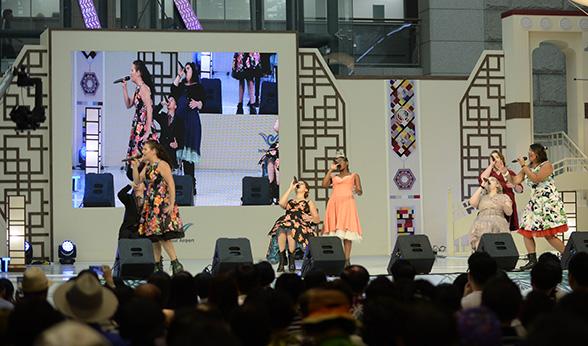 Lark performs in South Korea