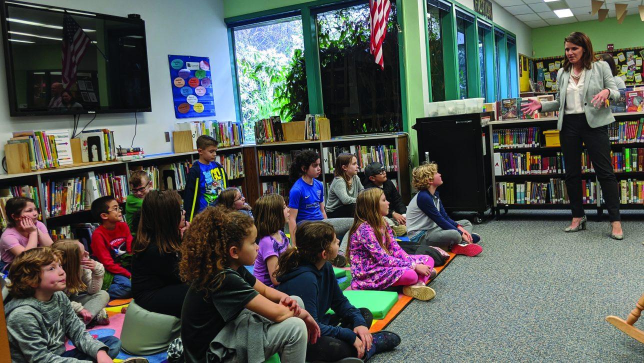 Dr. Lora de la Cruz and a classroom of students in Oregon
