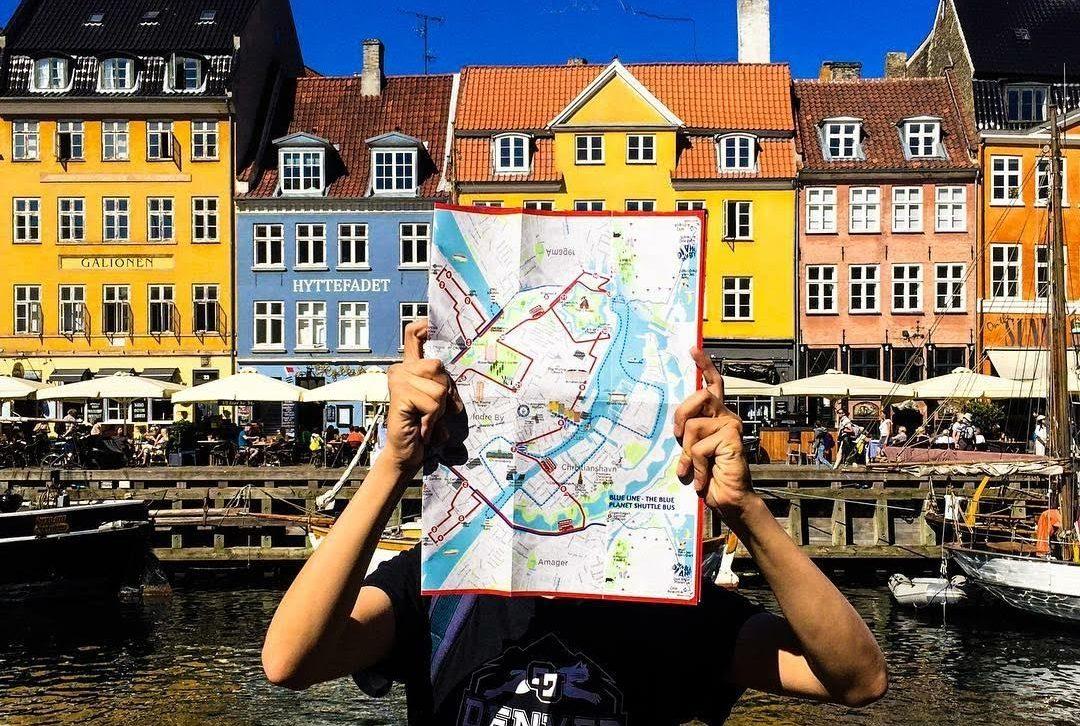 Luis Hernandez Guerrero holding map